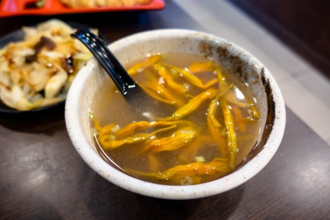 古早飯堂の金針スープ