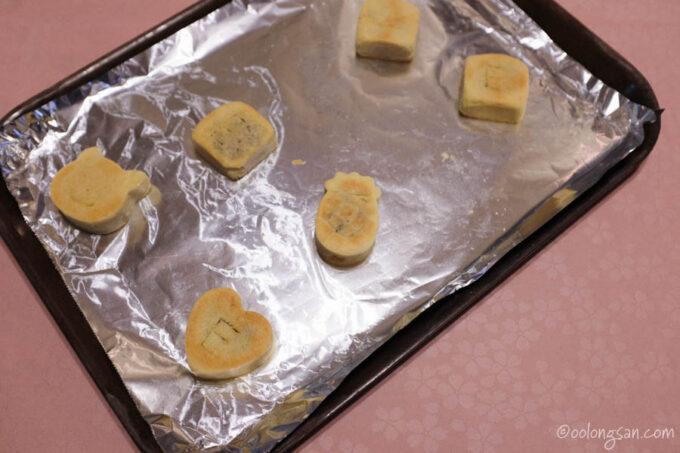 パイナップルケーキの試食・袋詰め